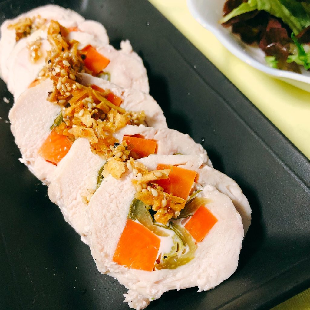 チンゲン菜を巻いた鶏ハム